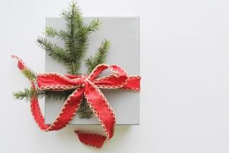 Не ломайте голову. ТОП-11 крутых подарков для нее на Новый год, которые вы еще успеете купить