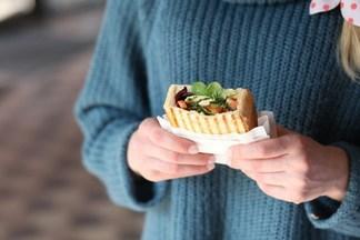 Фотофакт: где в Минске можно попробовать уникальный «хлебный мешочек»