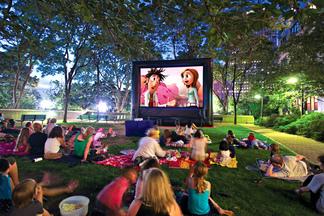 В Верхнем городе будут бесплатно показывать кино под открытым небом