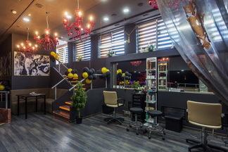 Beauty Bar Burlesque: сколько стоит постричься и сделать маникюр в первом минском салоне красоты с баром и едой