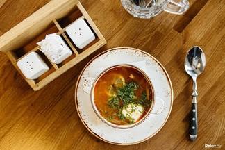 Обед в городе: салат из тунца и солянка в ресторане «BEERжа»