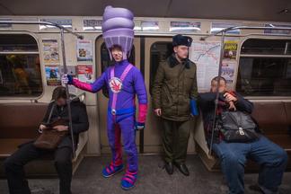 Пчелы, фиксики, Чак Норрис: кого мы встречаем в минском метро
