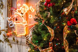 Танцы до утра и подарки от Деда Мороза. Загородное кафе «Очаг» приглашает встретить Новый год
