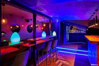 «Получилось дерзко и смело». Открылся один из самых больших баров Зыбицкой — I AM Lounge and party bar