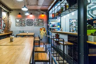 «Себе и людям». Как работает народный easy-бар Karma Room с пространством для свободного творчества и доступными ценами