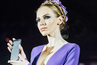 Фотофакт: Юлия Латушкина представила специальную коллекцию в рамках презентации смартфонов Huawei