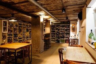 Вино и благородные сыры: что и за сколько продают в новом магазине с дегустационной зоной Bread & Vine