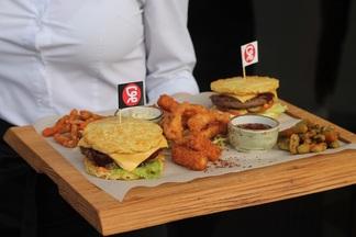 «Суши Весла» презентовали почти килограммовый сет с бургерами из яичной лапши