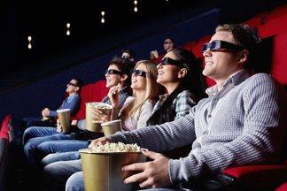 «С 8 Марта, Шабаны!» — в кинотеатре «Победа» раздают пригласительные жителям микрорайона