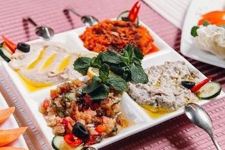 Обзор экзотических ресторанов Минска: где  попробовать оленину, непальские деликатесы и настоящий баба генуж