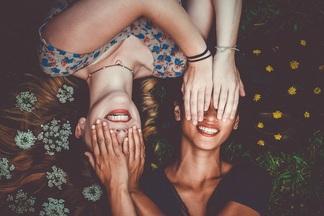 «Уже в 22 года мимика может поменять лицо». Косметолог о том, как бороться с мимическими морщинами