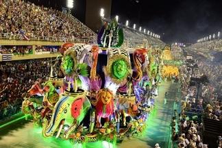 Карнавал, DJ-сеты, неоновое шоу: в пятницу в Galleria Minsk пройдет бесплатная вечеринка в бразильском стиле