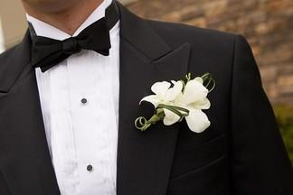 Пошить или купить? Подбираем стильный костюм для жениха на свадьбу