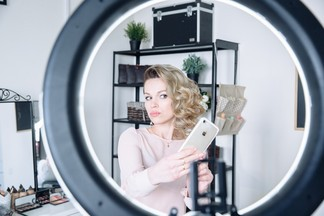 Как мы ходили в новую школу красоты Selfie Studio и учились сами себе делать макияж и прическу