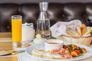 Завтрак в городе: что заказать утром в KITCH'N на Комсомольской, 8