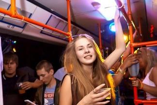 Ночной экспресс: на выходных по Минску будет курсировать party bus с музыкой, танцами и коктейлями