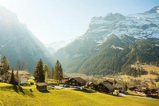 В швейцарской деревне продают дома за 1 франк. Белорусы тоже могут заключить сделку