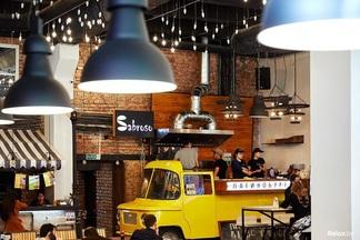Фотофакт: Латинобургеры из Молодечно Sabroso теперь можно попробовать в «ГастроДворе»