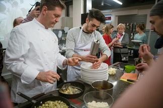 Фотофакт: как итальянский шеф-повар ресторана с тремя звездами Michelin учил белорусов готовить