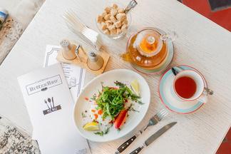 Завтрак в городе: чем кормят по утрам в домашнем бистро ButterBro