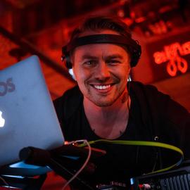 #DJMOS