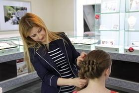 В Минске прошла акция «Каждой невесте по модной косе»