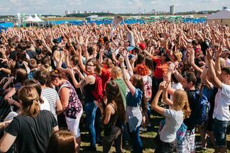 Организаторы «Рок за бобров» объявили финальный состав хедлайнеров фестиваля. Продано уже около 3 тысяч билетов