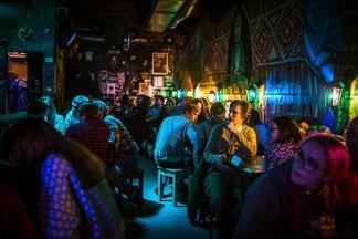 Чем занять себя в баре? 6нескучных развлечений длятех, кому надоели танцыиалкоголь