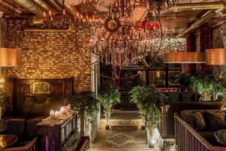 Декорации со всего света, лобстеры, кальяны-«медузы» и свекольные шоты: второй Manon bar открывается на Зыбицкой
