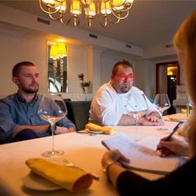 Прямая речь: московский управляющий и минский шеф — о хамстве, ценах и брестском маскарпоне