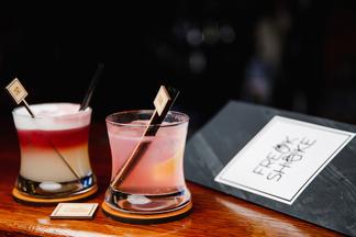 Утром — милкшейк, вечером — алкогольный коктейль. Первый мультиформатный бар открылся в Минске