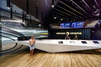 «Космический» интерьер, лаунж, кофейня и самый крутой экран. Репортаж с открытия кинотеатра velcom cinema на 1000 зрителей
