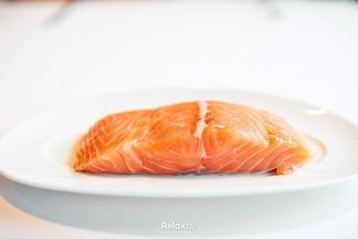 Что приготовить из лосося на Новый год? 3 небанальных рецепта от шеф-повара