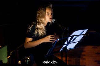 Кумир молодежи из Беларуси презентовала новый клип. Его снимали на Октябрьской