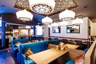 От создателей Golden Coffee: в минском ТРЦ открылось кафе Kinza с казанами прямо в зале и поварами из Узбекистана