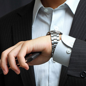 Мужские часы в подарок: 15 актуальных моделей