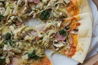 Осетинские пироги, пицца и GreenPiroga — тестируем доставку «Дом папочки»