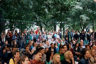 Живая музыка, фудкорт и довольные гости: в Минске проходит традиционный арт-пикник FSP