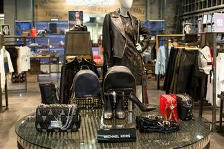 Популярный бренд Michael Kors можно купить в столичных магазинах