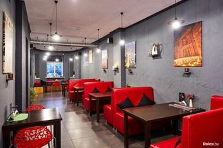 Фотофакт: Иорданский стрит-фуд, кальяны и настольные игры. В переулке Михайловском открылось «Амман кафе»