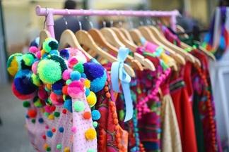 В сентябре: две барахолки, где можно купить одежду дешевле (и даже взять бесплатно), и Большой модный маркет с новыми коллекциями
