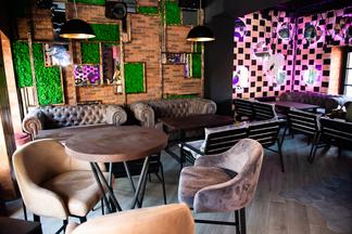 Коворкинг, тематические вечеринки и кальянные сеты. На Интернациональной, 27 работает Smokkin Lounge Bar & Hookah Place