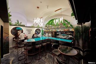 Сегодня вечером открывается бар ресторатора Алексея Садового «Невыносимая легкость бытия». Посмотрите, как он выглядит
