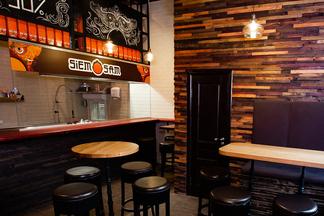 На улице Гикало, 5 открылся Wok&Ramen bar Siem Sam известного минского ресторатора Дениса Докина