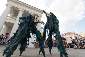 Ходулисты, живые статуи и клоуны со всего мира. Бесплатный карнавал в центре Минска пройдет в эти выходные