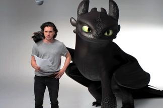 Осторожно, это слишком мило: Джон Сноу показал, как приручить дракона. Видео