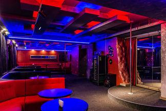 Новый стрип-бар «Бэнсэ» открылся в районе Института Культуры