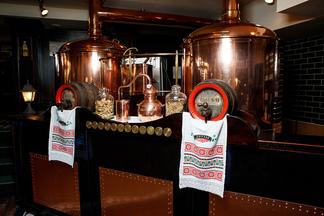«Крафтовым можно считать все, что сделано с душой». Поговорили с пивоваром ресторана «Друзья»