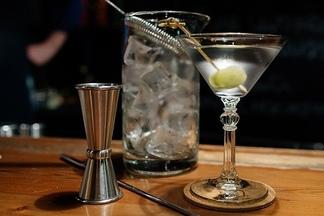 Эй, бармен, еще дайкири! Разбираемся в коктейлях: тики, физзы, сауэры, флипы икобблеры
