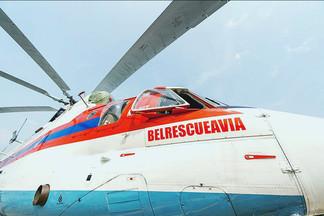 Белорусский силач Кирилл Шимко протащил огромный вертолет  из «Крепкого орешка»